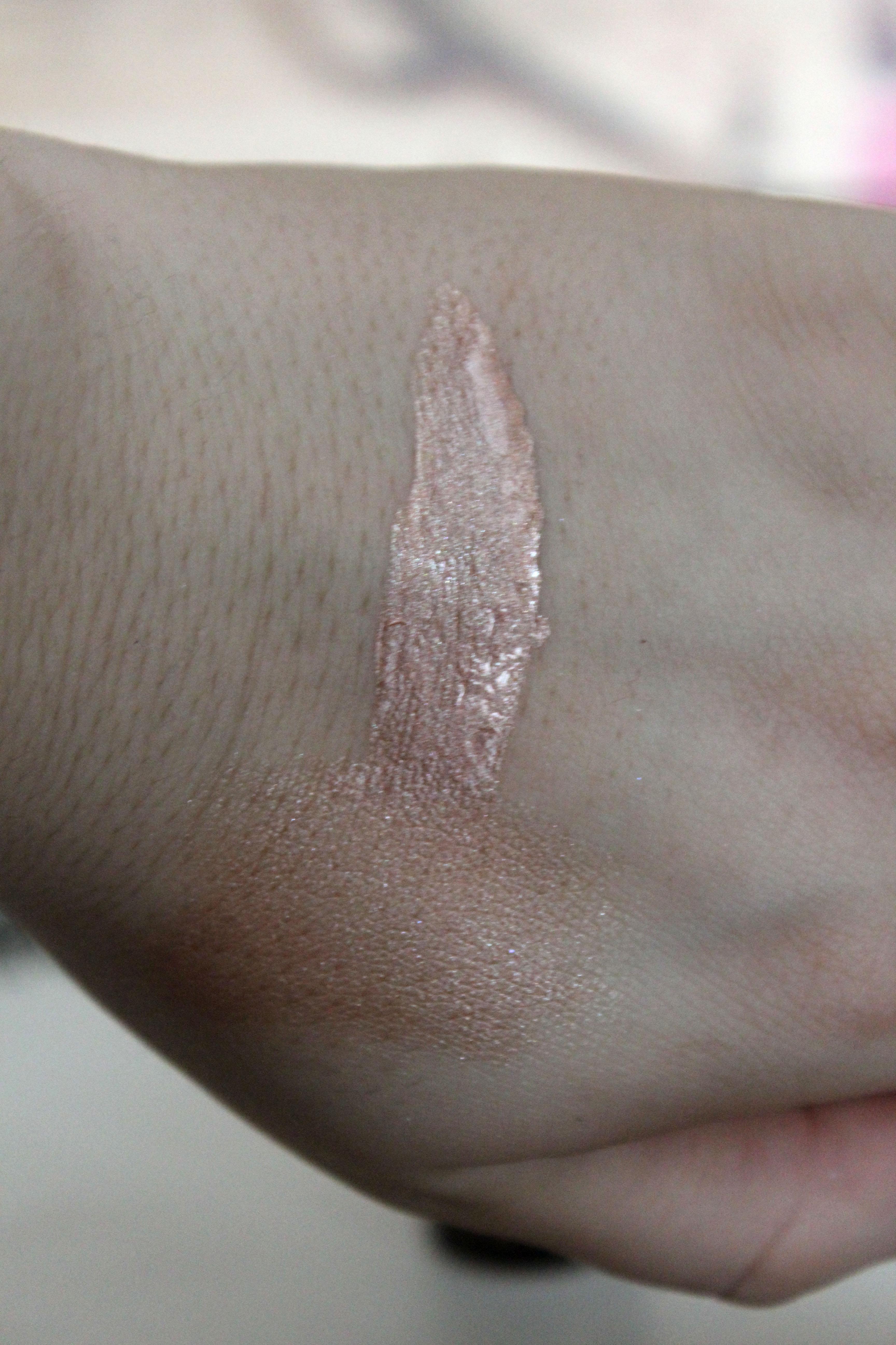 Makeup Revolution Liquid Highlighter Bronze Gold Swatch